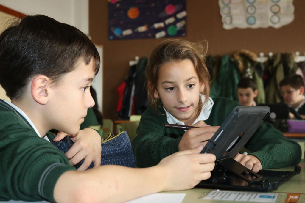 Colegio María Virgen Concertado bilingue madrid jesuitinas nuevas trabajo cooperativo tecnologías ipad educación